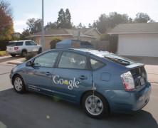 谷歌自动驾驶智能车全球首位用户试驾