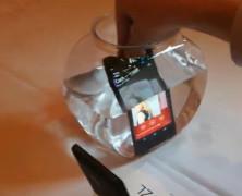 索尼XPERIA Z演示:防水 湿手指跟踪 图形引擎